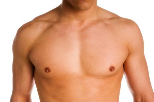Poitrine d'un homme pour représenter l'opération de gynécomastie