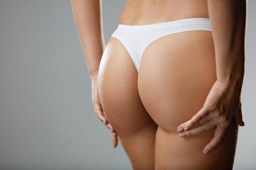 Jolie fessier d'une femme pour montrer les bienfaits d'une chirurgie esthétique des fesses